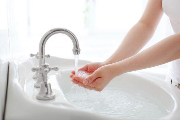 Устранить засор в ванной народные