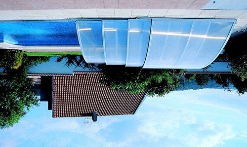 Дачный бассейн с телескопической крышей